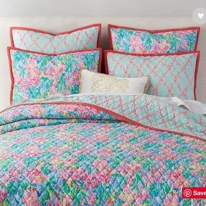 Lilly x Pottery Barn king quilt set